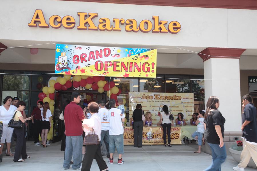 The best karaoke app with a social network to share videos, music, lyrics of songs, lyrics. YouTube karaoke, MIDI karaoke, or Vanbasco karaoke. Use Karaoke One lyrics and songs to get best karaoke experience better than YouTube, MIDI and Vanbasco.
